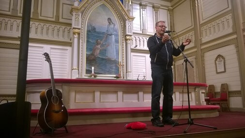Riku Rinne puhui Kajaanin kouluissa ja kirkossa.