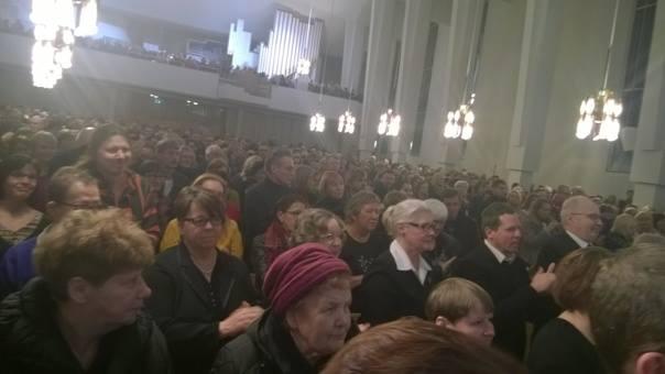 Osallistuin tammikuussa evankelista Matti Karin muistokonserttiin Seinäjoen Lakeuden Risti -kirkossa. En muista nähneeni Seinäjoella näin suurta liikenneruuhkaa. Kaikki tulijat eivät saaneet istumapaikkaa suuressa kirkossa.