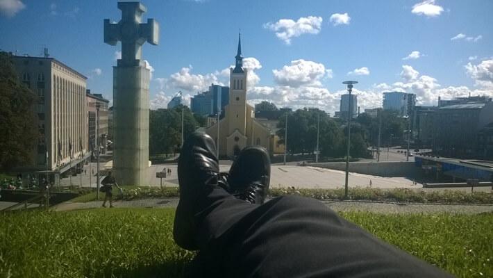 Kesälomalla tein pikamatkan Tallinnaan. Vanhana kaupungin asukkaana tiedän, mihin kannattaa mennä pitkäkseen raskaan kaupunkikierroksen jälkeen.