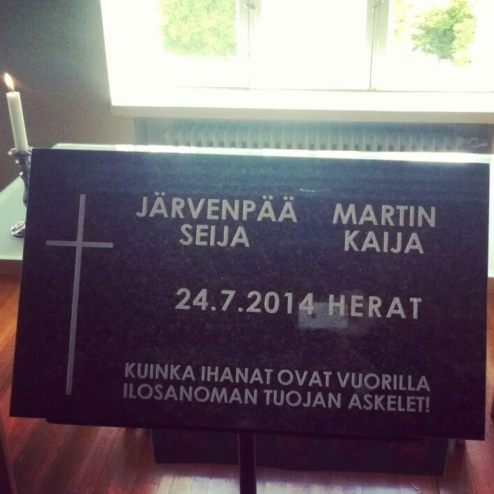 Ryttylässä paljastettiin kesällä 2014 Afganistanissa surmansa saaneiden avustustyöntekijöiden Seija Järvenpään ja Kaija Martinin muistokivi.