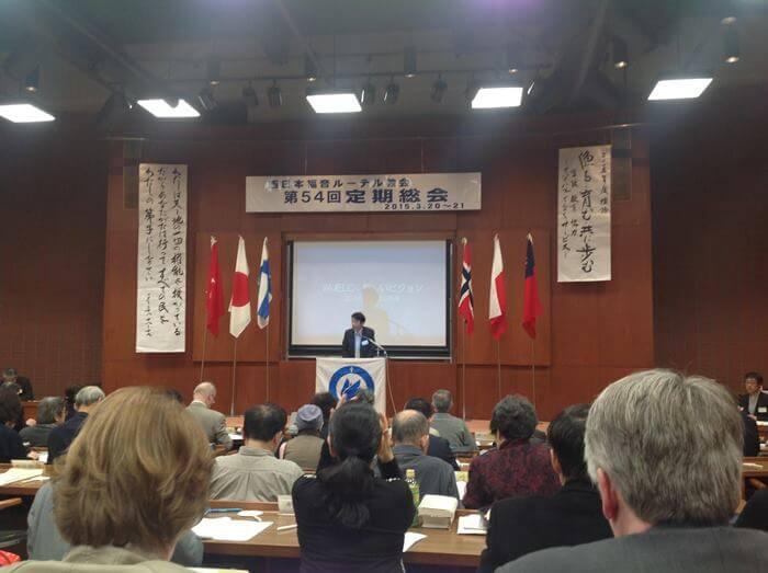 Kansanlähetys on tehnyt jo yli 45 vuotta työtä Japanissa. Olemme tukeneet Länsi-Japanin ev.lut. kirkkoa ja perustaneet useita seurakuntia. Tälläkin hetkellä meillä on erinomaisia työntekijiöitä Japanissa. Istuin kirkolliskokouksessa alusta loppuun. Lopussa sain tuoda tervehdyksen Suomesta.