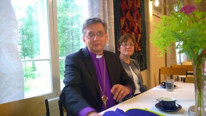 Kesälomalla tapasin Etelä-Viron piispa Joel Luhametsin ja hänen vaimonsa Tiinan. Joel on kutsui meidät aikoinaan Viroon töihin, jossa olimme 1995-2004 sekä 2008-2010.